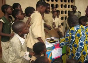 On veut voir, on veut voir ! Centre de Davougon au BENIN - Septembre 2010