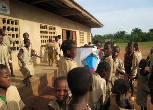 C'est un jour de joie au centre, on reçoit les cadeaux de France - Centre de Davougon au BENIN - Septembre 2010