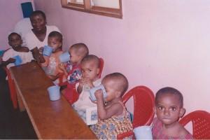 Blessing avec les enfants du centre de Sa'a au CAMEROUN