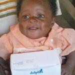 Elle s'appelle Grace à Dieu. Orpheline elle a vécue grâce au lait S.O.S. BOîTES DE LAIT - Centre de Ndelele au CAMEROUN