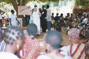 Madame Elisabeth, Soeur Cécilia, le comité de santé et une partie des mamans et leurs enfants lors d'une réunion d'information