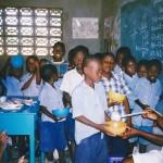 Classe préparatoire buvant votre bon lait au centre Saint Joseph - Les Gonaïves Haïti Juin 2001