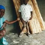 Enfant atteint de rachitisme, Merci pour votre lait - Les Gonaives Haiti Janvier 2000