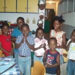Micheka avec les enfants du centre ( jeune fille à droite de la photo)