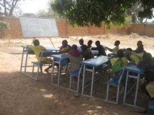 2 Salle de classe sous les manguiers - Tintilou BURKINA FASO
