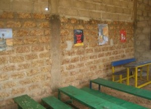 2 Salle de classe sous un hangar- Tintilou BURKINA FASO