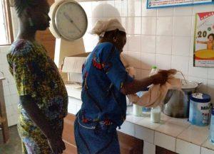 Ces mamans apprennent à préparer le lait infantile 1er âge